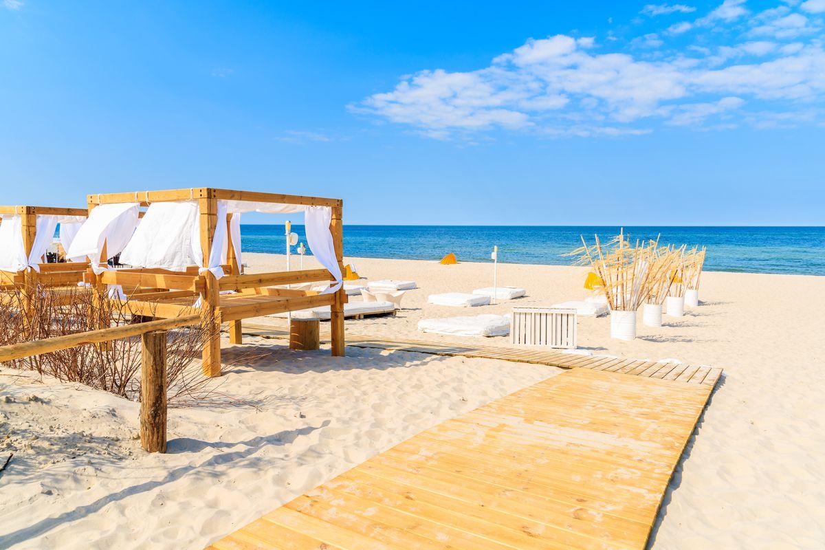 Fot. Plaża — miejscowość Jastarnia — atrakcja dla turystów